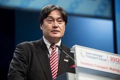 Osamu Yoshida at the Opening Plenary