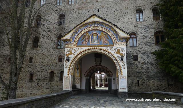 Salida posterior del recinto del monasterio