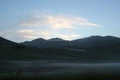 alba (Roberto Tarantino EXPLORE THE MOUNTAINS!) Tags: montagne lago neve di marche maggio monti pilato sibillini azzurri laghi