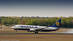 Ryanair 737-800 touching down on dutch soil (Nicky Boogaard Photography) Tags: airport aviation airplanes eindhoven airbus ryanair transavia 737 a320 airbase gulfstream wizzair rnlaf g650