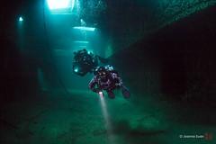 Divers in the Niagara II (ScubaJo) Tags: scuba scubadiving drysuit tobermory underwaterphotography coldwaterdiving fathomfivenationalmarinepark ontariodiving drysuitdiving