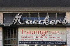 Maeckert (Florian Hardwig) Tags: berlin neonsign lettering script tempelhof watchmaker jeweller