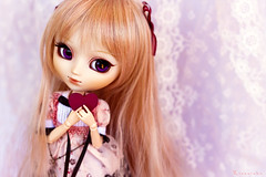 Happy b-day/Happy Valentine's Day (Rinoninha) Tags: pink doll heart cream rosa chips wig pullip 27 corazn valentinesday mueca sanvalentn coolcat peluca leeke obitsu leekeworld rewigged rechipped tiphona