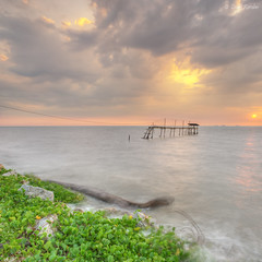 Leave me Not (Zackri Zim'S) Tags: sunset seascape nature landscape nikon kitlens explore malaysia hdr kualaselangor selangor waterscape d3000 vertorama sifoocom pantaijeram zackrizims