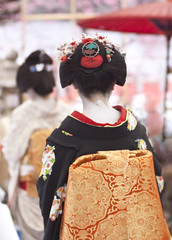 2012 (yocca) Tags: girl japan female digital canon kyoto shrine maiko  kimono ume 2012  kitanotenmangu baikasai japaneseteaceremony    umefestival  xlll feb2012