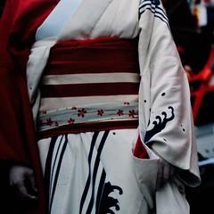 maikosan hands (Shuji Moriwaki) Tags: tlr japan hands maiko geisha  l fujifilm kimono matsuri nagasaki automat astia  kunchi primoflex