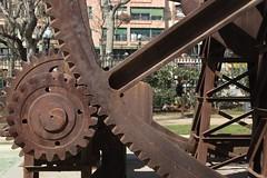 El Hombre y la Mquina (TarosX) Tags: barcelona street industrial running engranaje
