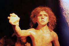 Figure (3ipol) Tags: trip film museum canon fuji ae1 croatia zagreb 200 figure asa fujicolor neandarthal krapina