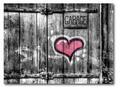 Garage de l'amour (Stéphane Perret) Tags: love grafiti garage tag coeur amour porte