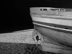 Barca de Badalona (bertanuri bcn) Tags: barcelona leica sea mer beach de lumix noche mar barca bcn playa bin panasonic explore nuit nit platja badalona objetivo bdn fz45
