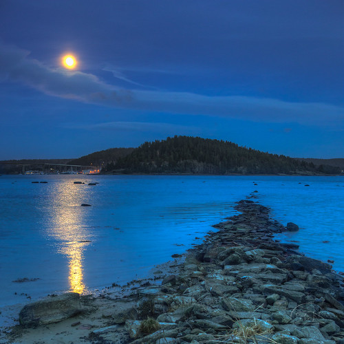 Blue hour - Full moon