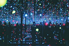 """infinity mirror room"" (1) (susan xie) Tags: england selfportrait london film museum 35mm lights mirror minolta infinity room exhibition tatemodern yayoi kusama x700"