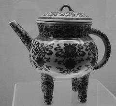 B&W version....... (sftrajan) Tags: china ceramics shanghai antique chinese muse pottery museo   qingdynasty blueandwhite shanghaimuseum chineseart    shnghi chineseceramics qingdynastie cramiquechinoise  jingdezhenware cermicachina    chineseceramicware