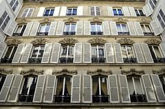 St Germain des Prs (Guillaume Angibert) Tags: windows paris france st de hotel architechture nikon des nikkor rue fentre faade germain volets prs particulier 18105mm xixme vernueil d5100
