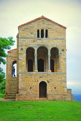 Santa Maria con figura (fallrod) Tags: espaa asturias oviedo santamaradelnaranco patrimoniomundialdelahumanidad sigloix preromnico mygearandme mygearandmepremium