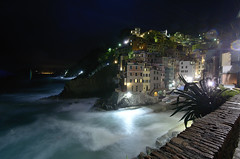A time of gloom, obscurity, ignorance and despair (Enrijo) Tags: night 10 5 flare terre mm riomaggiore 10mm longexposition nikond7000 nikkor1024