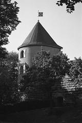 Turm an der Prinzen-Garde Köln (yatofoto) Tags: monochrome nikon kodak cologne köln bw400cn n65 schwarzweis nikkoraf2880g