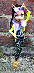 Clawd's new fashion pack! (DisneyKid96 (moved to new account)) Tags: fashion outfit doll awesome clothes pack mattel monsterhigh clawdeenwolf dayatthemaul