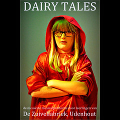Little Red Riding Hood (Frank van de Loo) Tags: holland netherlands de nederland thenetherlands musical littleredridinghood paysbas niederlande noordbrabant hollande roodkapje udenhout dieniederlande hollanda nbr liselot moergestel zuivelfabriek dairytales dsc74042 pleasenonotesonmypictures dezuivelfabriek dendoogaard