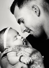 Puro amor (www.beagalvan.com) Tags: blancoynegro amor bebes monocromatico padreehija retratobebe retratoestudio