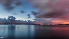 Cuando cae la noche (Perurena) Tags: sunset sea sky night clouds atardecer noche mar galicia cielo nubes puestadesol riasbajas ogrove oceanoatlantico riadearosa