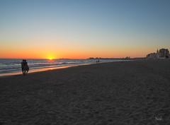 Atardecer en Cadiz (nO_VR) Tags: sunset espaa sun sol beach atardecer photo spain flickr picture playa olympus andalucia cadiz postal solpor zuico olympusomd olympusomdem5markii
