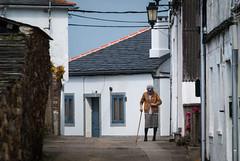 El paseo (Oscar F. Hevia) Tags: street espaa buildings person persona calle spain edificios walk paseo galicia elderly button oldwoman anciana lugo ribadeo terceraedad oldperson personamayor abotonar buttonedjacket abotonandoselachaqueta