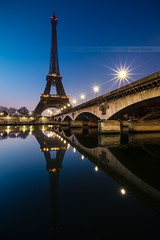 Paris (Beboy_photographies) Tags: paris france seine tour lumire eiffel reflet toureiffel pont hdr matin fleuve photographies beboy beboyphotographies