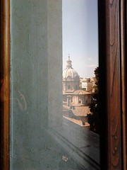 Peeping Rome through the window (Vivere Mignon) Tags: rome roma window ancient quadro finestra cupola antico campidoglio voyerismo