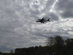 Flying by (thinkgeekmonkeys) Tags: nasa shuttle discovery thinkgeek udvarhazy ov103 spottheshuttle