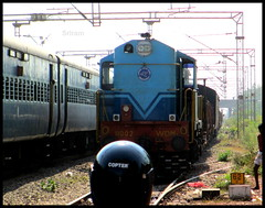 TNP WDM7 Waits as West Coast Express Overtakes it (Sriram_Express) Tags: tower wagon machine express chennai ohe plasser sapthagiri wds4b vilivakkam expxress