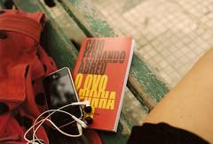pgina dezenove. (~gciolini) Tags: red brazil love mamiya film brasil analog bag book day amor carinho banco vermelho vida celular fernando livro feeling lovely caio bolsa gabriela poo iphone cfa abreu analogic analgico trecho caiof ciolini colornegative100 gciolini nofundodopoo