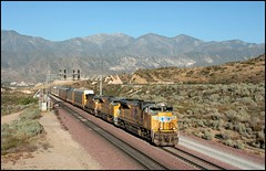 Garden Spot Snap (greenthumb_38) Tags: railroad up train unionpacific locomotive 1740mm cajon eastbound thegarden cajonpass hill582 canon40d jeffreybass thegardenspot