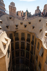 Casa Mil (La Pedrera) (SK51) Tags: barcelona roof people spain europe structures casamil lapedrera lightroom antonigaud canon40d
