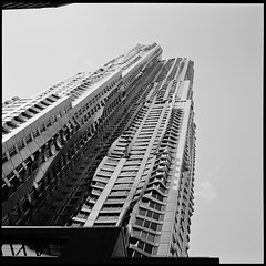 Beekman tower by Gehry #4 (paga4flickr) Tags: city bw newyork skyline downtown fuji noiretblanc gehry nb archi acros100 ddx gf670