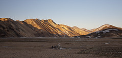 Landmannalaugar (Julien Ratel ( Jll Jnsson )) Tags: sunset brown colour yellow jaune canon landscape volcano lava iceland peace hiking tokina colourful rhyolite paysage region marron couleur coucherdesoleil islande lave paix icelandic volcan randonne lavafield landmannalaugar landslag brennisteinsalda 1224f4 fjallabak laugahraun eos40d blueju38 julienratel lveldisland julienratelphotography landslagsmynd blueju islenski suplhurwave