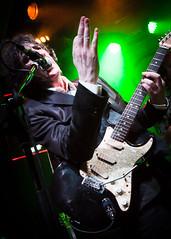 Pjaro (Buzo666) Tags: surf gente interior escenario concierto guitarra blues swing msica rockandroll semanasanta artista pjaro msico enniomorricone sanjuandelacruz fondonegro santateresadejess instrumentodecuerda manueldefalla tropicalismo electrnicos salaelsol taranteladenavajazoylupanar