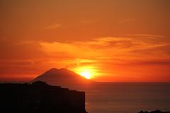 Dolce e caldo scivolar...... (Anfora di Cristallo) Tags: sole eolie stromboli sera tropea isola