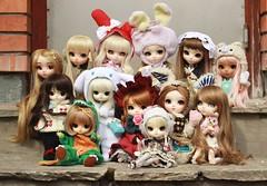 half a decade (e f i c h u °) Tags: family portrait doll dolls group fair collection mocha mio pullip nanette poisongirl cinnamoroll groupie mymelody puki cwr shinku ddalgi dotori ramuw classicalalice classicalwhiterabbit efichu makeitown