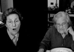 Non sempre a un'azione corrisponde una medesima reazione (magellano) Tags: people woman lunch donna gente expression candid elderly conversation raffaella pranzo filomena anziano espressione chiaromonte conversazione