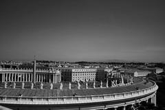Spectateurs (.urbanman.) Tags: vatican monochrome place noiretblanc arc piazza sanpietro colonnade oblisque courbe saintpierre bernin campagneromaine