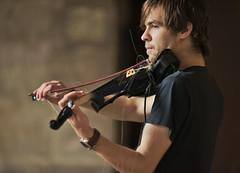 Viktor y Kader (Jesus Castaeda del Moral) Tags: viktor calle guitarra bilbao violin musicos kader clasica