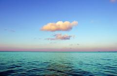 Nube sobre el mar