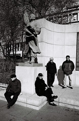 Seoul, South Korea, 2012 (Pyrrhic victory) Tags: street leica film 35mm kodak voigtlander trix streetphotography korea seoul analogue southkorea m6 f25 서울 leicam6 한국 skopar colorskopar