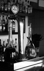 Condensation in mono (Snappergus) Tags: bw beer bar mono cerveza canarias bn alhambra oil tenerife vinegar condensation comodoro canaries canaryislands loscristianos lascanarias
