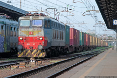 E655-541 (Raffaele Russo (LeleD445)) Tags: china old speed low cargo container shipping treno originale msc cremona trenitalia elettrica locomotiva padana caimano locomotore e655 reostatica reostato