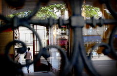 Boulevard Voltaire (Calinore) Tags: street door city woman paris france reflection silhouette femme reflet porte rue ville transparence cour 11eme ruedecharonne xieme