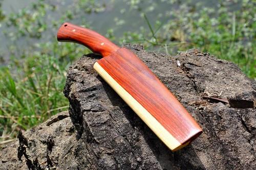 ด้ามมีดและฝักมีดทำจากไม้แดงจีน