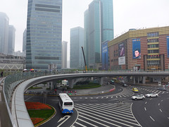 Overhead Walkway, Lujiazui, Pudong (Daniel Brennwald) Tags: china shanghai walkway pudong lujiazui