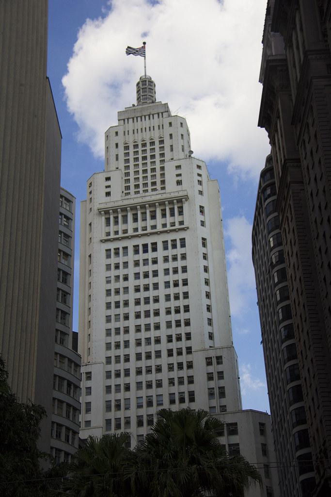 Tour Centro Histórico de São Paulo - Prédio o Banespa com bandeira de São Paulo no topo